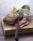 Roast beef with salted potatoes, leek and a mushroom sauce