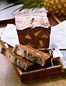 Schokoladen-Chai-Kuchen mit Ananas