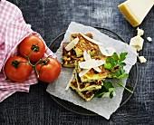 Zucchiniomelettschnitten mit Parmesan