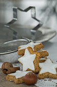 Cinnamon stars, cinnamon sticks, hazelnuts and baking tins