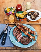 Mais und Fleisch, Chicken-Tikka-Spiesse und BBQ-Steaks The Backyard Grill Lounge, Sea Point, Südafrika
