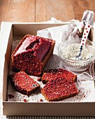 Rote Bete-Kuchen mit Mohn und Sesam
