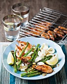 Grilled asparagus with bocconcini and prawns