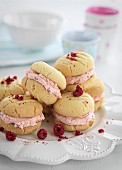 Yo-yo biscuits with raspberry cream filling