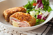 Cordon bleu with salad leaves