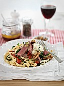 Noodle salad with beef, tomatoes and blue cheese