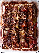 Shish kebabs with peppers and onions (seen from above)