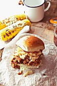 Pulled pork slider with apple coleslaw and grilled corn cobs (USA)