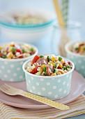 Nudelsalat mit Gemüse und Wurst