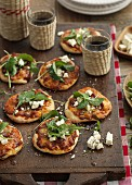 Mini pizzas with spinach and feta