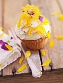 A flower cupcake with quark cream