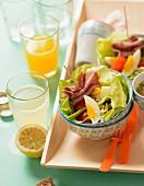 Blattsalat mit Roastbeef und Ei zum Lunch