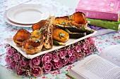Gebackene Zucchini, Butternusskürbis und Wurzelgemüse mit Thymian und Rosmarin zum Valentinstag