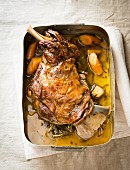 Leg of lamb with carrots and rosemary