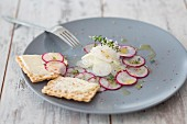 Radish carpaccio with crisp bread