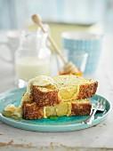 Zitronenschnitten mit Honig und Mohn