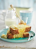 Lemon slices with honey and poppyseeds
