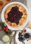 Berry pie with figs (seen from above)