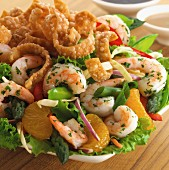 Vegetable salad with prawns and fried noodles