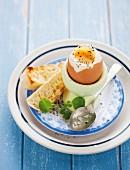 Weiches Ei mit geröstetem Brot