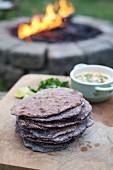 Tortillas aus lila Mais (Südamerika)