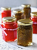 Pesto verde and pesto rosso in screw-top jars as a gift