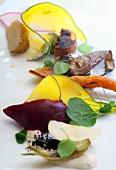 Salat aus Röstgemüse mit Tofu, Kakao & Kräutern