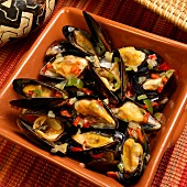 Mejillones y pimientas (mussels with jalapeños, onion, garlic, peppers, wine and olive oil)