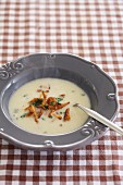 Jerusalem artichoke soup with chanterelle mushrooms