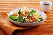 Noodle salad with crisps