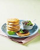 Muschel-Pancakes mit getrockneten Tomaten
