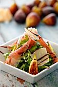Feldsalat mit Feigen, Schinken und Parmesan