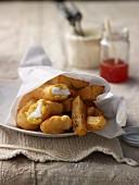 Fish and Chips mit Süss-sauer-scharfer Zitronensauce