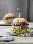 Tuna burgers with an apple and onion chutney