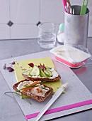 Fitness-Sandwich mit Meerrettichfrischkäse und Räucherforelle