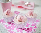 Cupcakes decorated with pink pigs