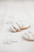 Shortbread cookies with icing sugar (Christmas)