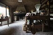 Wein & Wurstwaren ländlich, rustikalem Feinkostladen