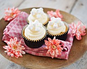 Vanilla cream and marshmallow cupcakes