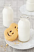 Smiley sandwich biscuits served with milk