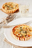 Tartlets with blue cheese, water cress and artichokes