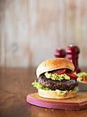 Hamburger mit Guacamole