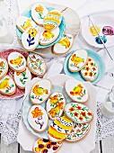 Handbemalte Osterplätzchen mit Zuckerguss