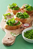 Crostini topped with peas and radishes