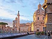 Das gut besuchte Trajansforum, Rom
