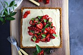 Berry tart with lemon cream