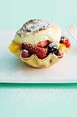 Berry tartlet with vanilla cream and icing sugar