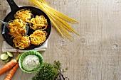 Nudel-Gemüse-Puffer mit Zutaten