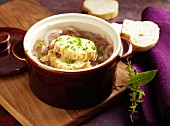 Gratinated red onion soup