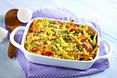 Macaroni bake with vegetables and bacon